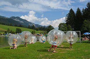 bubble football raum v cklabruck jollydays geschenke. Black Bedroom Furniture Sets. Home Design Ideas