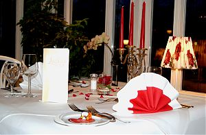 candle light dinner 83 mal bei jollydays finde deins. Black Bedroom Furniture Sets. Home Design Ideas